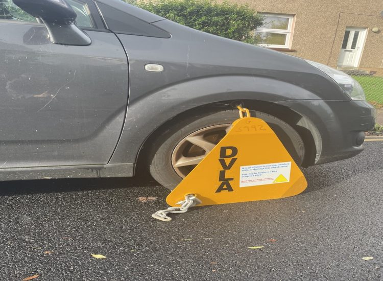 Cowal cars clamped
